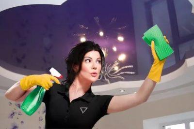 как помыть натяжной потолок