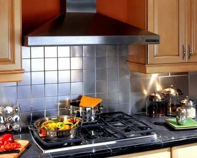 как выбрать вытяжку для кухни над плитой