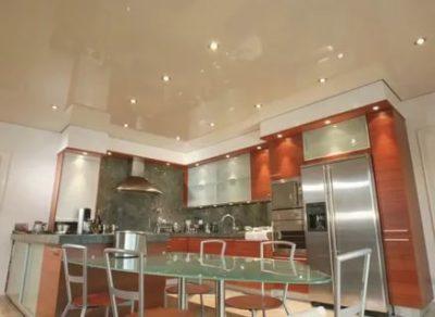 какой натяжной потолок лучше для кухни