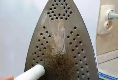 как очистить утюг от пригоревшей синтетики